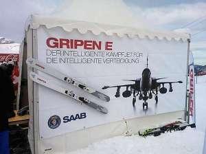 Mit Plakaten wirbt Saab für seinen Kampfjet.Bild: Blick Online