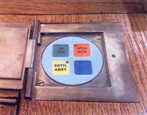 Apparat des Grauens: Die neue ständerätliche Abstimmungsanlage. Bild: Sekretariat des Ständerates